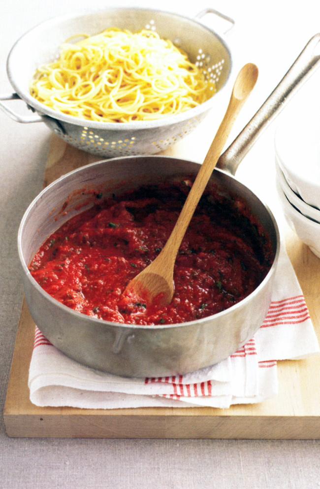 Quick-tomato-pasta-sauce