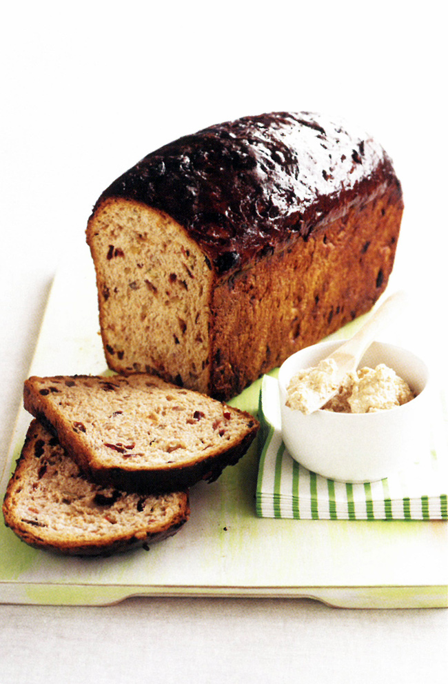 Fruit-loaf-with-ricotta,-cinnamon-and-syrup