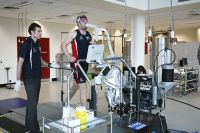Senior sport physiologist Philo Saunders and AIS rower Danjels Reedman during a VO2 Max testing session 2009