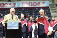 2001 Sports Policy Launch - Peter Bartels ASC Executive Board and Prime Minister John Howard