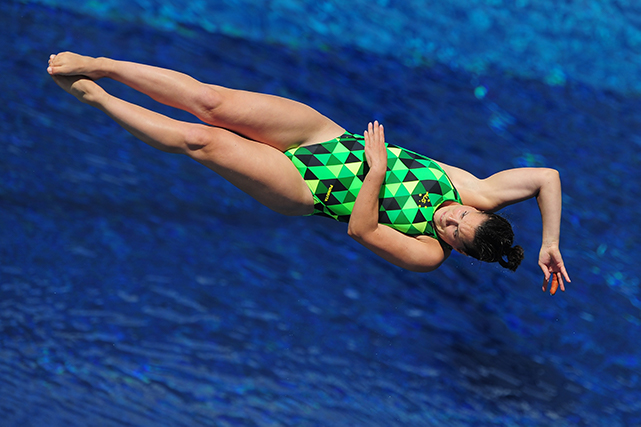 Anabelle Smith diving